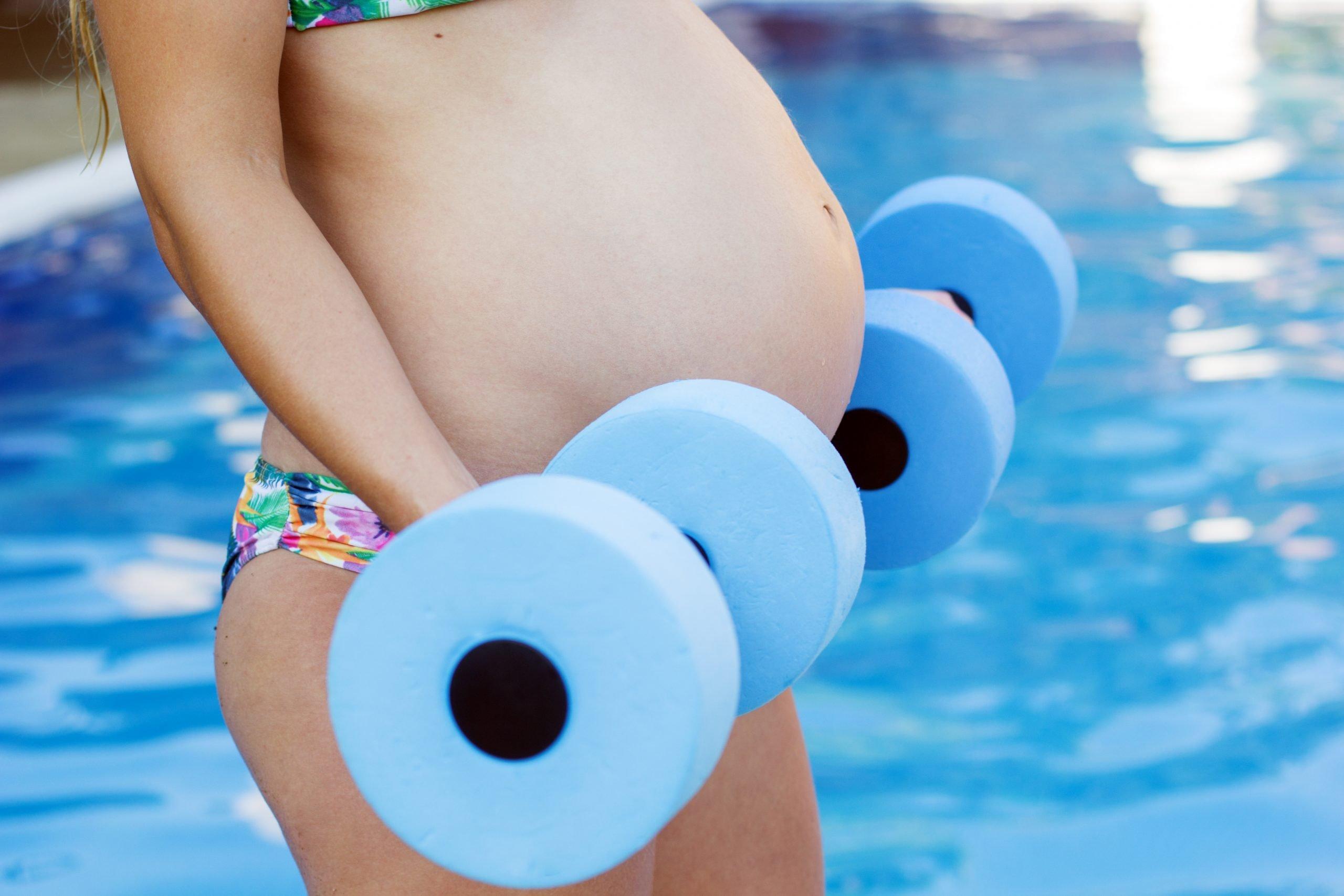 Zwangerschapszwemmen | Claudia de Loor Lifestyle